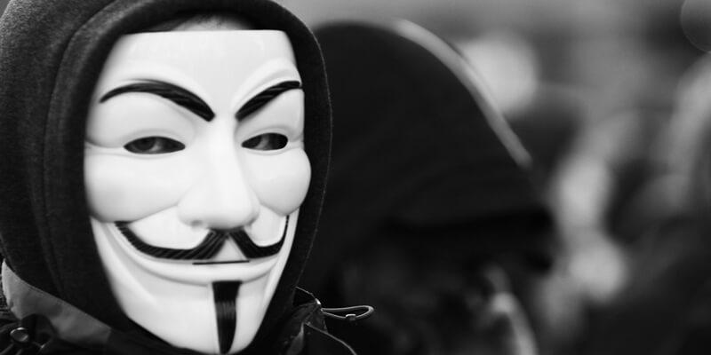 Anonymous vuelve amenaza con destruir Facebook